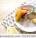 西式烤三文鱼和辣椒粉 70195584