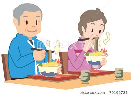 메밀 국수를 먹을 수석 부부 70196721