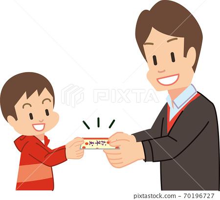 男孩從爸爸得到一個新年的球 70196727