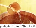 Sake (image of sake in a barrel in front of a gold folding screen) 70201531