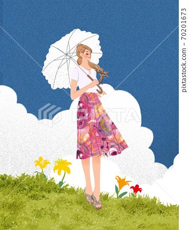 站立在夏天草甸和拿著遮光罩的婦女 70201673