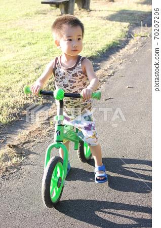 어린이 자전거 (스트라이더)에서 자전거 연습 70207206