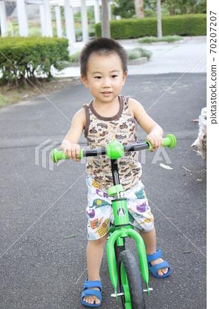 어린이 자전거 (스트라이더)에서 자전거 연습 70207207