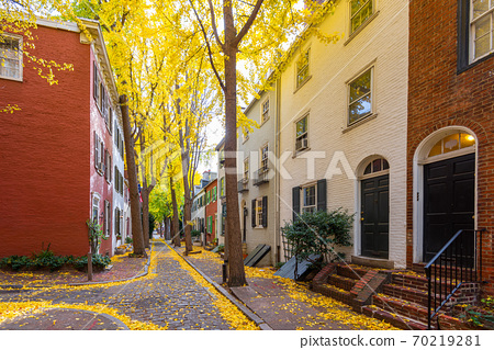 Autumn alleyway in Philadelphia, Pennsylvania, USA 70219281