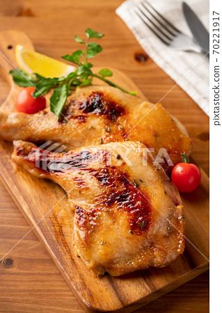 로스트 치킨 뼈있는 닭 허벅지 살 70221917