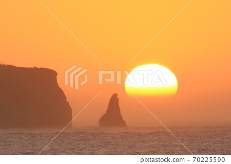 Candle rock and sunrise seen from Hebara Beach, Katsuura City 70225590