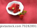 毛线袜和圣诞节玫瑰的圣诞节形象 70282891