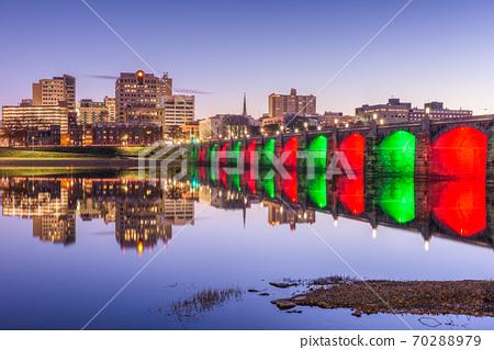 Harrisburg, Pennsylvania, USA skyline on the Susquehanna River 70288979
