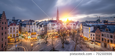 Brussels, Belgium plaza and skyline with the Town Hall 70288986