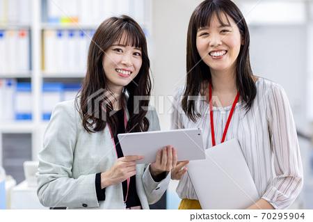 여성 팀 비즈니스 70295904