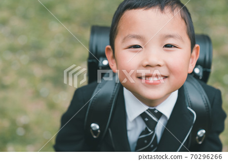 6 years old 70296266