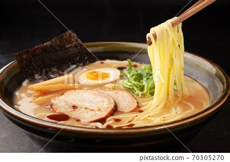 豬骨醬油拉麵 70305270