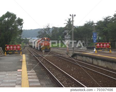 花蓮台灘12/09 / 2010:台灘大象的歷史:台灣柴犬油莒號火車通過了上電 70307486
