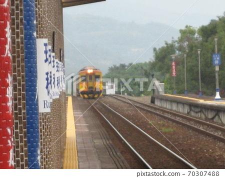 花蓮台坦12/09/2010:台坦史基伊大象的歷史:台灣芝巴石油自供電火車到達上電瑞Station站 70307488
