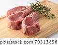 Bone steak 70313656