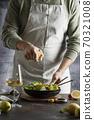 Man squeezing out lemon 70321008