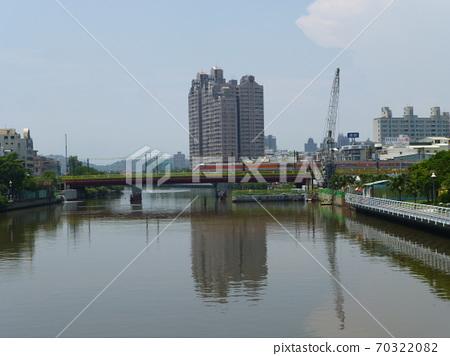 高雄台灘06/04/2013:台灘慶三的歷史:通過愛川鐵路橋的大鐵自強列車 70322082