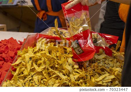 中國,春節,香魚片,中国、春祭り、甘い魚のスライス、China, Spring Festival,  70323447