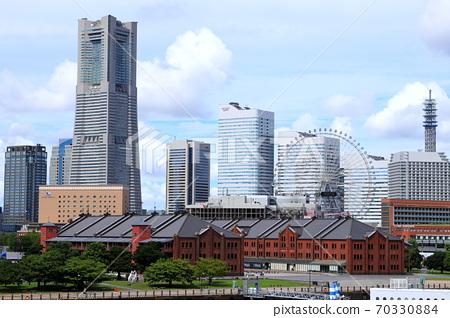 요코하마 항 풍경 붉은 벽돌 창고와 미나토 미라이 21 고층 빌딩 70330884