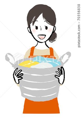 有一個洗衣籃 70356838