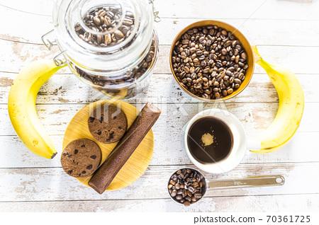 커피와 과자 70361725