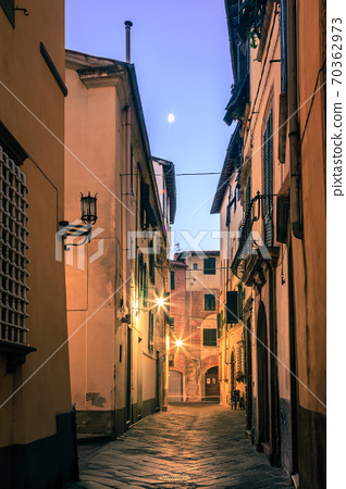 Moon over old Lucca 70362973