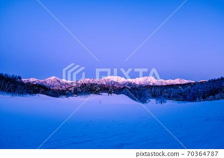 새벽의 북 알프스 · 후 다테야마 연봉 (중산 고원 · 겨울) 70364787