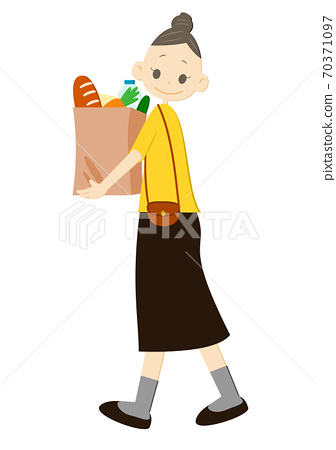 A woman with a shopping bag 70371097