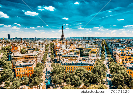 Beautiful panoramic view of Paris from the roof of the Triumphal Arch. View of the Eiffel Tower. 70371126