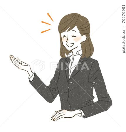 一個穿著西裝的女人 70376901