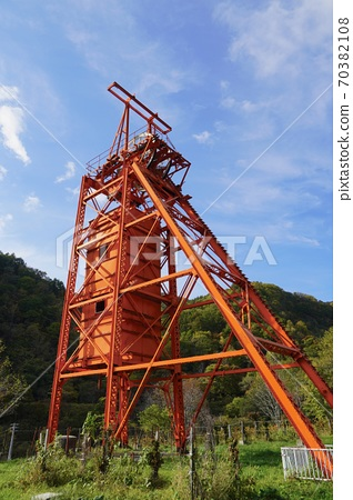 Coal Mine Memorial Forest Park / Vertical Rolling Tower 70382108