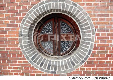명동성당의 둥근창문 70390867
