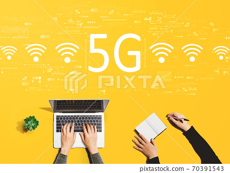 5G network with people working together 70391543