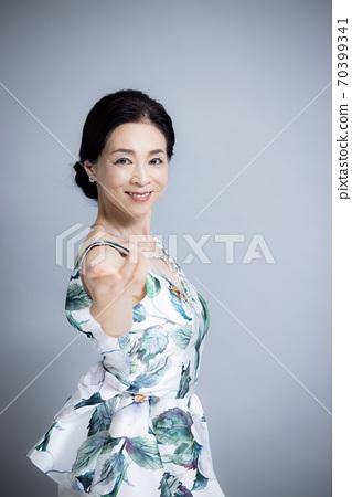 50多歲女性的美麗形象 70399341