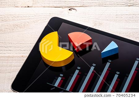Chart presentation tablet image 70405234