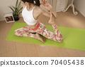 做瑜伽的女人 70405438