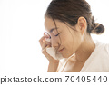 Women with facial cleansing 70405440