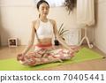 做瑜伽的女人 70405441
