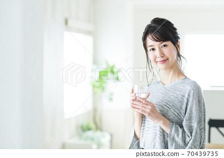 婦女水戒毒所秀麗秀麗健康生活方式 70439735