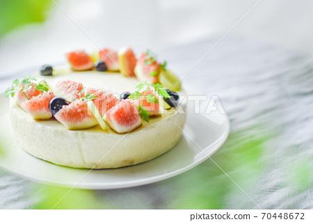 무화과와 블루 베리 치즈 케이크 70448672