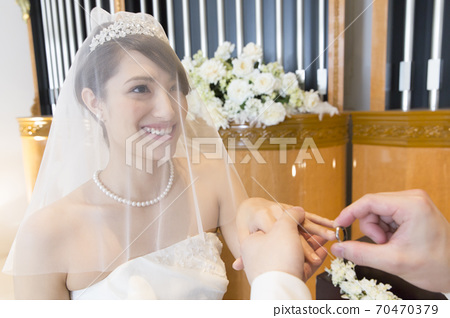 Bride and groom who exchanges rings 70470379