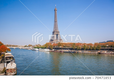 Eiffel Tower with autumn leaves in Paris, France 70471853