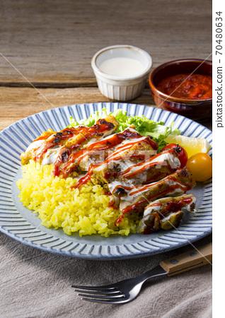 치킨 오버 쌀 식탁 70480634