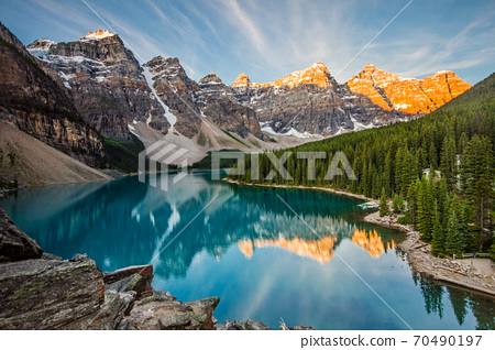 Sunrise over Moraine Lake, Banff National Park, Alberta 70490197