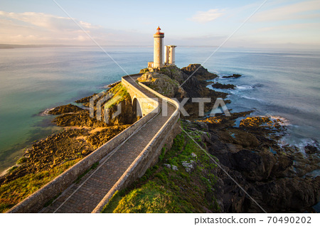Morning view on lighthouse Petit Minou in French Brittany. 70490202