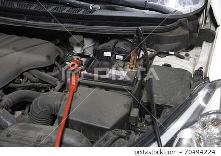 Discharged car battery jump cable 70494224
