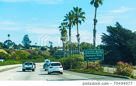 Traffic on pacific coast highway southbound 70494977