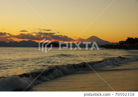 View of Enoshima and Mt. Fuji in the evening view from Inamuragasaki 70502316
