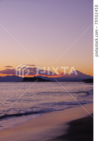 View of Enoshima and Mt. Fuji in the evening view from Inamuragasaki 70502458