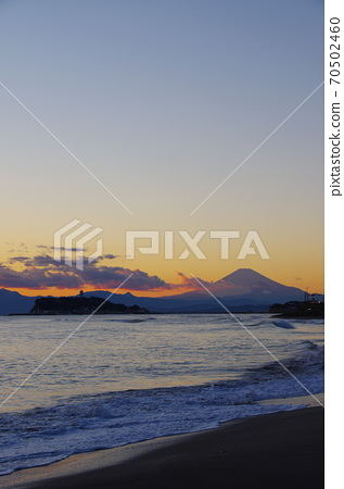 View of Enoshima and Mt. Fuji in the evening view from Inamuragasaki 70502460